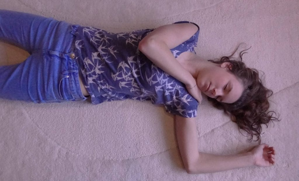 How to Put Someone in the Recovery Position - 6 Easy Steps